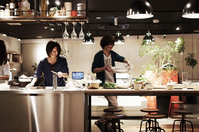 【8LOG】大きなキッチンのあるオフィス