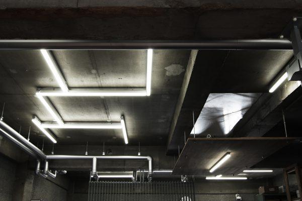 蛍光灯がアートな天井
