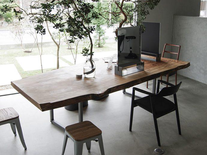 【8LOG】一枚板のオーダーテーブル