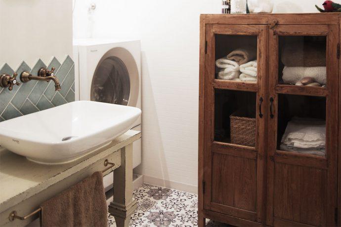 【インテリアのアイデア集】身支度の気分が上がる!タイルを使った洗面台のデザイン集