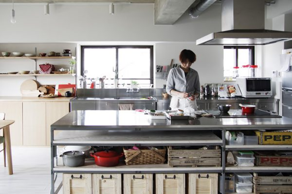器と調理道具。好きだからこその見せる収納。