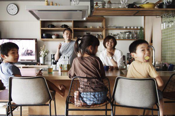 インタビュー:家族の絆が深まる家に。3人のこどもたちとスッキリ楽しく暮らす時間