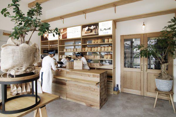 天然酵母の食パン専門店 つばめパン&Milk