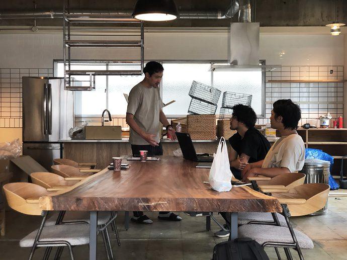 【8LOG】一枚板テーブル搬入@EIGHT TOWN