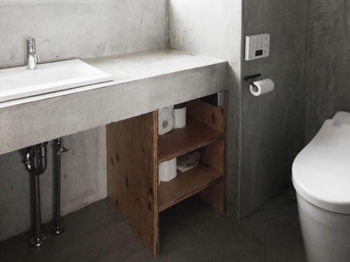 素材感を活かしたシンプルなトイレのインテリア集