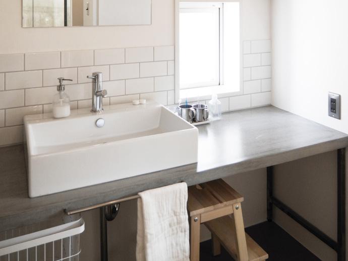 洗面とランドリー、ゆるやかに区画した心地よい洗面室