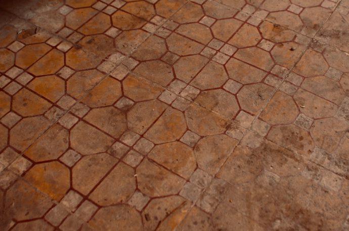 【旅の記録】市場に来たら床を見よ ドンナイ省 ベトナム
