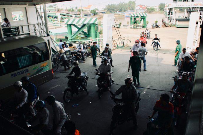 【旅の記録】バスもバイクも人も乗っけて @ホーチミン ベトナム
