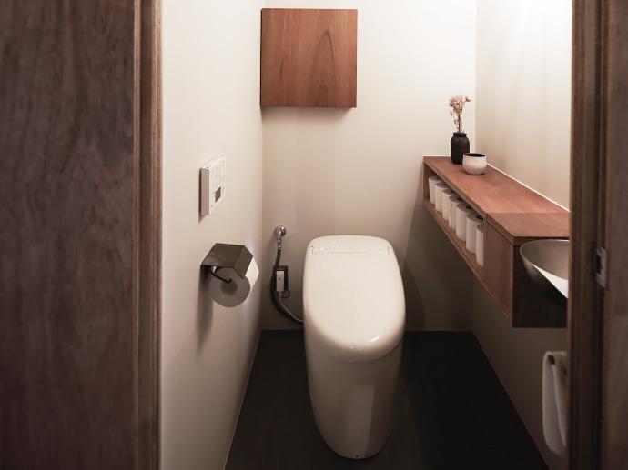 トイレットペーパーの予備はどこに収納するのが正解?トイレ収納のアイデア集