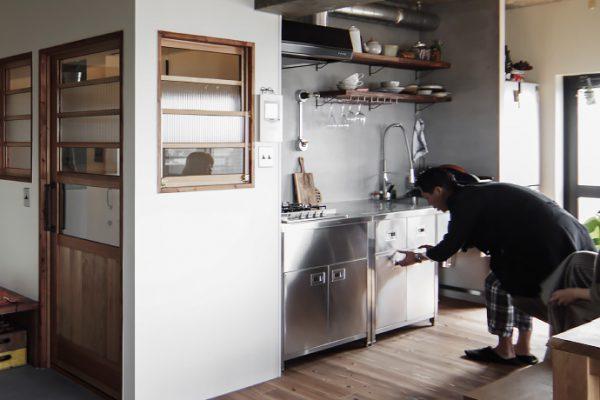 所沢でリノベーション インテリアの達人が選んだキッチンのゴミ箱