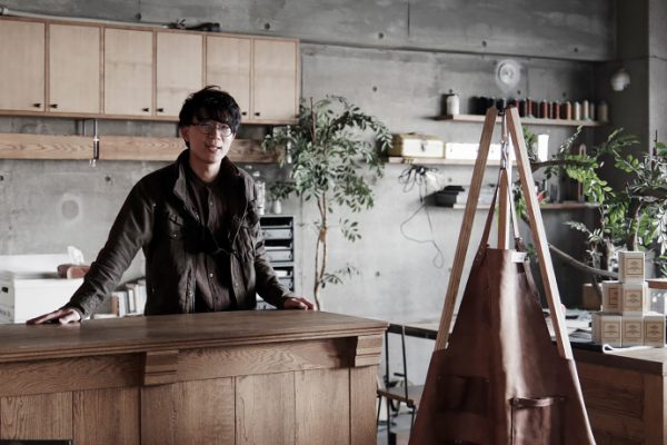 【INTERVIEW】「木と鉄と革と。」がテーマのものづくり。HACHI KAGU家具職人の手仕事
